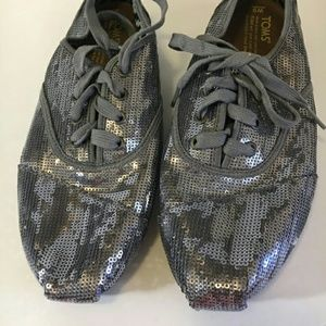 Tom's sequin silver size W9